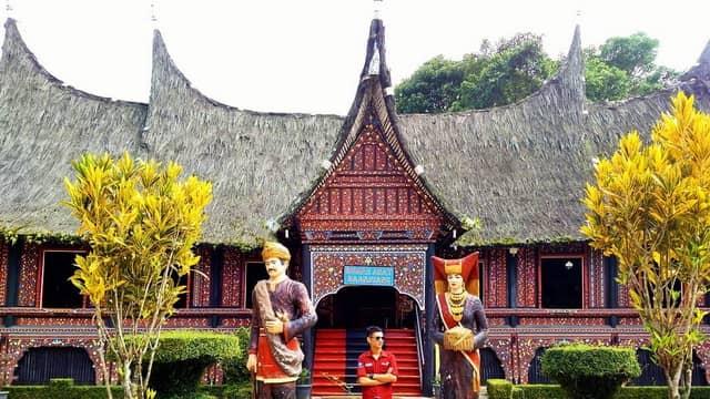 tempat wisata di bukittinggi taman budaya kinantan