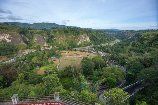 tempat wisata di bukittinggi taman panorama ngarai sianok