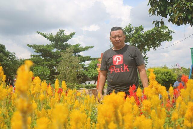 berfoto di taman bunga impian okura pekanbaru