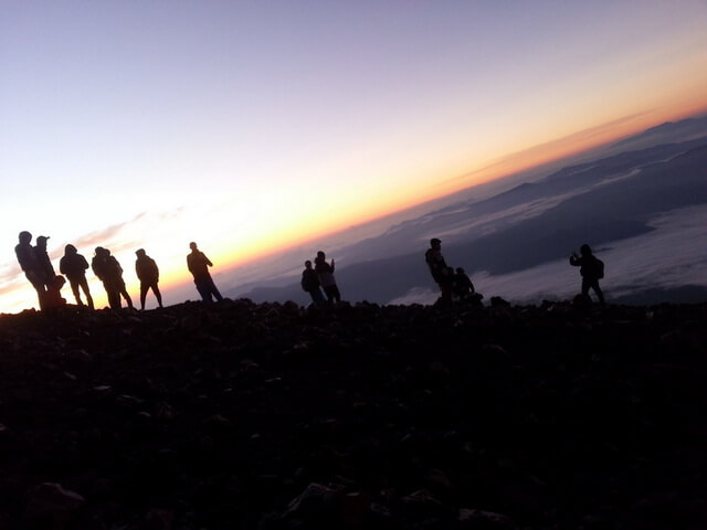 matahari mulai terbit di gunung kerinci