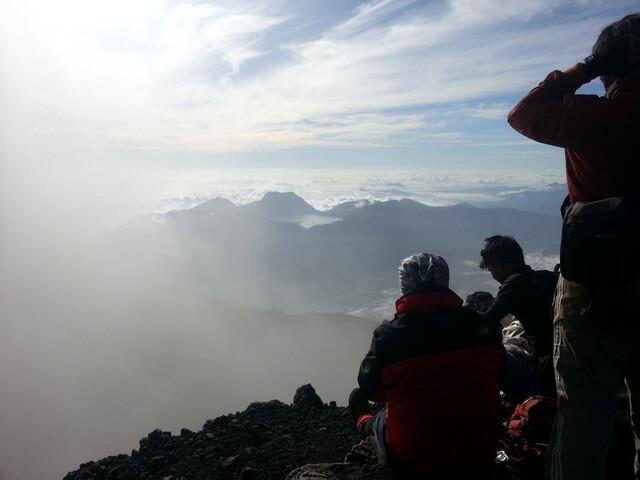 view gunung tujuh dari puncak gunung kerinci